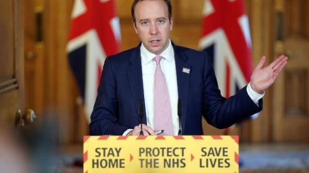 英國衛生大臣韓考克在疫情例行記者會上要求民眾這周末不要出門,並表示「這不是請求」。(Getty Images)