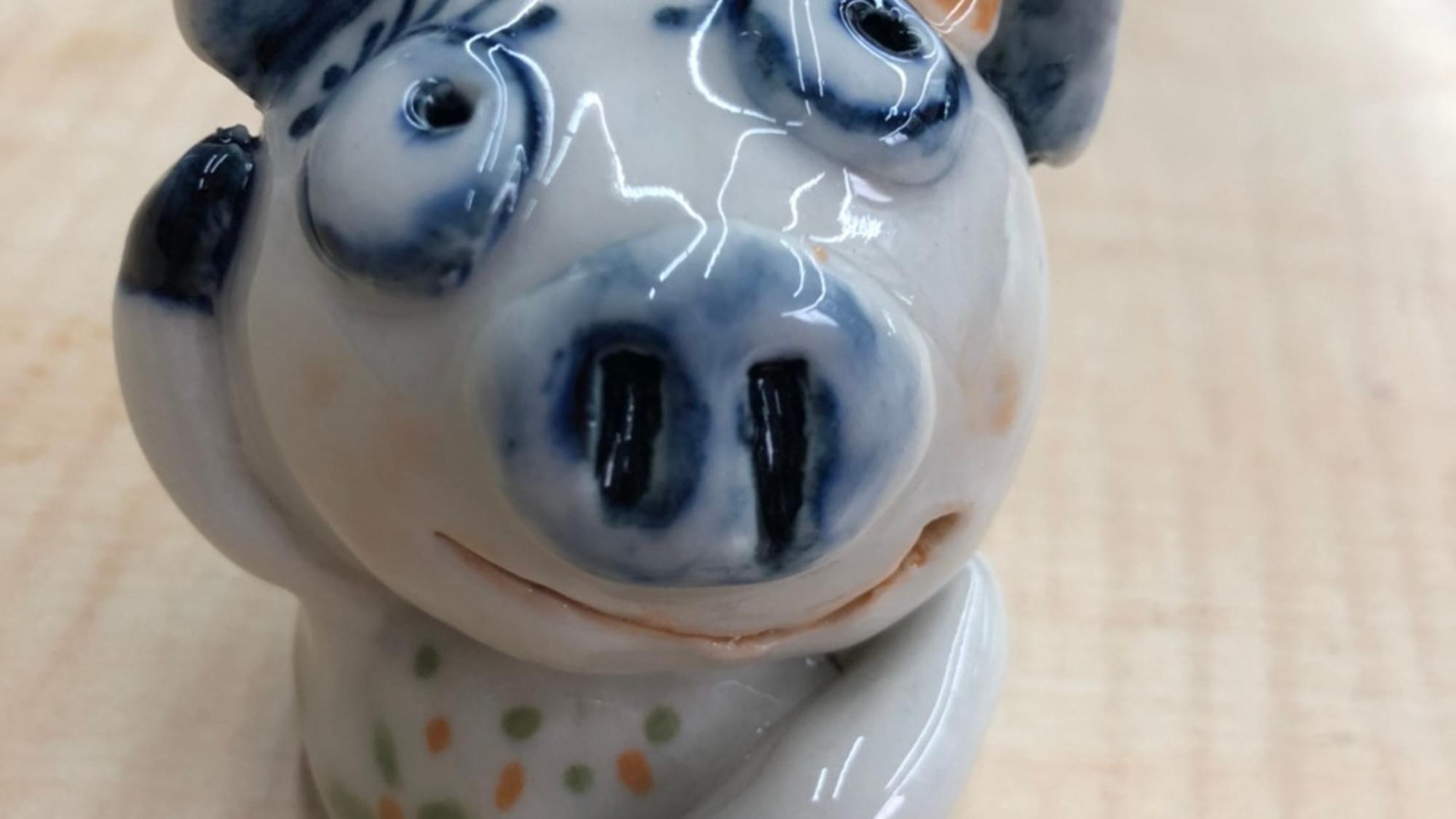 星兒親手捏出想像中的三隻小豬陶偶(圖/新北市政府文化局提供)