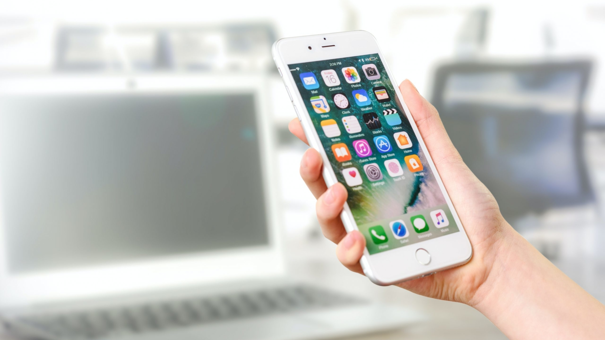 蘋果公司釋出iOS 13.7作業系統更新,可讓用戶加入新冠肺炎暴露通知系統而無須下載App。(圖取自PEXELS圖庫)