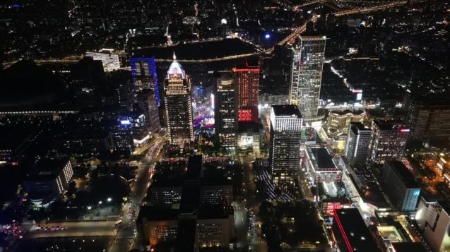 台北外宿節單身趴選在台北101的88樓舉辦,高空夜景增添浪漫氛圍。